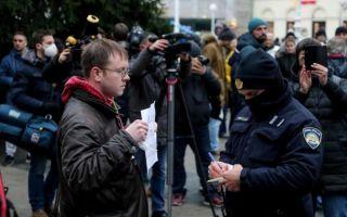 Prosvjed protiv novih mjera Stožera u Zagrebu, policija legitimirala okupljene