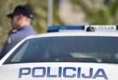 Prometna nesreća u Labinu: Automobil uletio u kafić, jedna osoba poginula